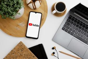 crear canal de YouTube profesional